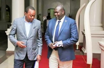 kenyan president uhuru kenyatta l taking walk with the south sudanese opposition leader riek machar after a lengthy Homepage - Loop
