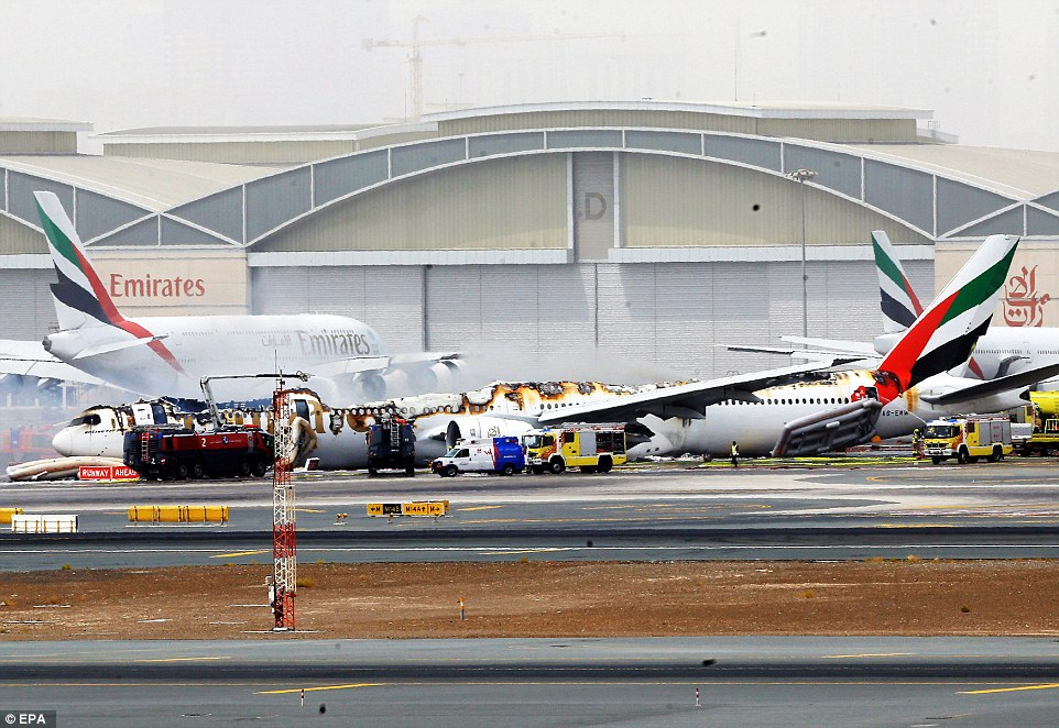 36D55F1600000578 3721366 image a 100 1470222126245 Emirates jet crash-lands at Dubai airport after catching fire in the air